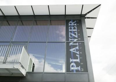 Beschriftung Glasfassade Planzer Wolhusen